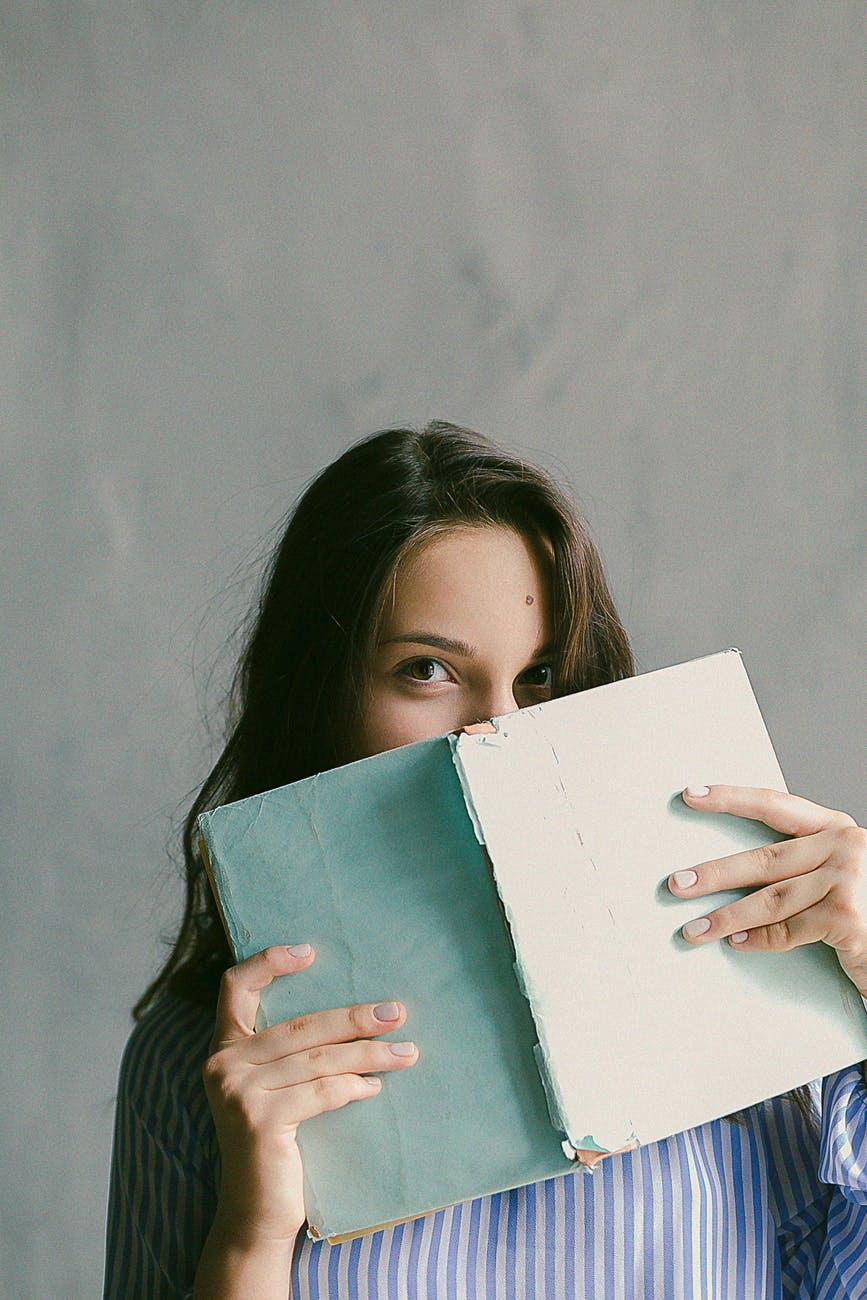 sa scrii o carte